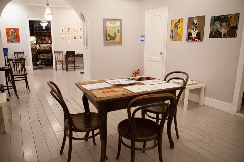 «Бестолковый московский дом, в котором всем хорошо»: галерее «Роза Азора» — 25!