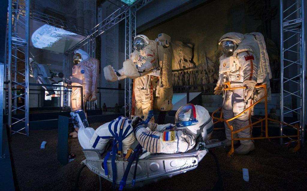 Выбор куратора: что посмотреть на выставке «Космос: рождение новой эры»?