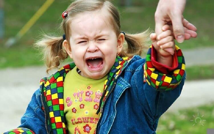 Что делать, если ребёнок истерит? 1