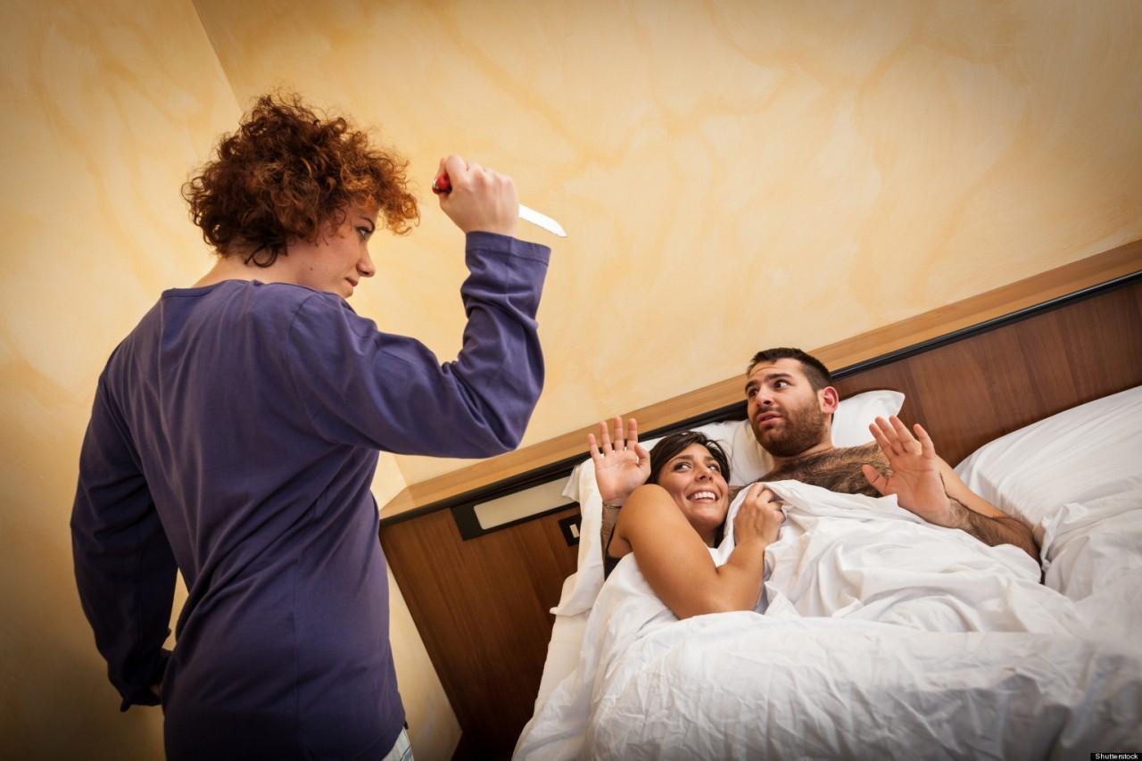 Властные жены изменяют при муже