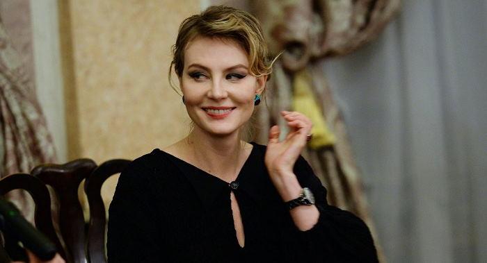 Рената Литвинова попала под колёса авто