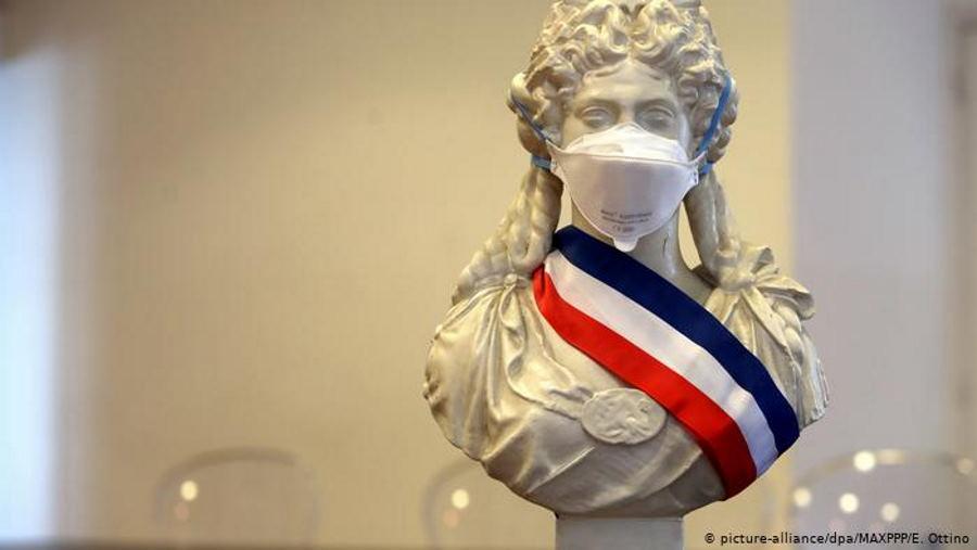 Все кафе, рестораны и кинотеатры во Франции закрылись на карантин