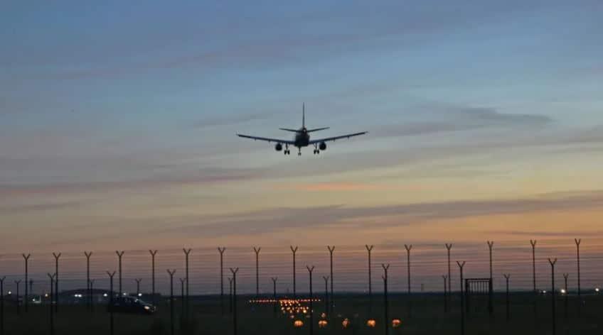 У самолёта, летящего из Сочи, отказал двигатель