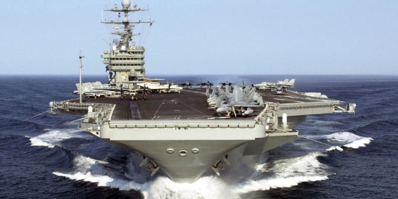 Вспышка коронавируса на авианосце США: капитан уволен