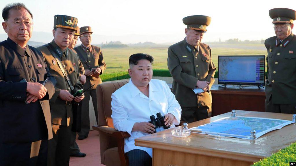 Ким Чен Ын отсутствует из-за ранения во время ракетных испытаний