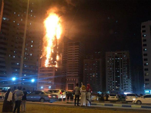 В ОАЭ горит 48-этажный жилой дом