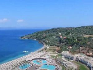 Греция намерена открыть границы для россиян: по 500 туристов в неделю