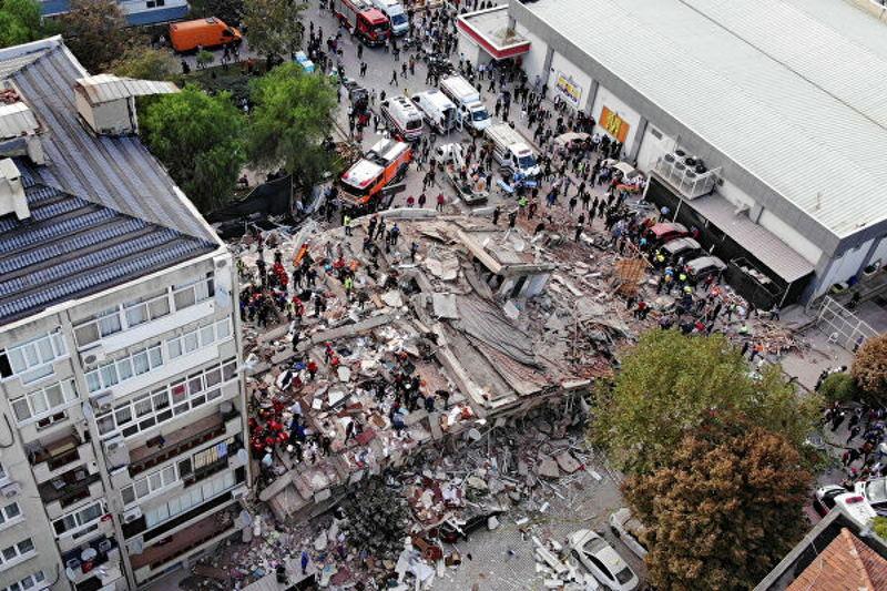В Турции землетрясением разрушено несколько зданий