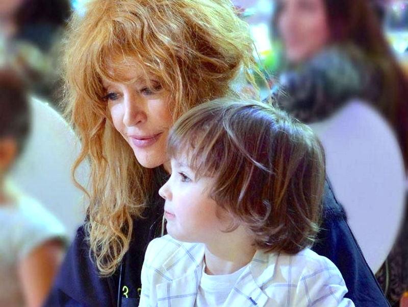 Сын Пугачёвой и Галкина Гарри растрогал Примадонну реакцией на её выступление в молодости