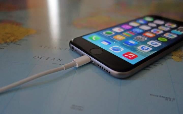 Какие ошибки при зарядке смартфона совершают пользователи
