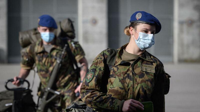В Швейцарии военнослужащим женщинам разрешили носить женское бельё