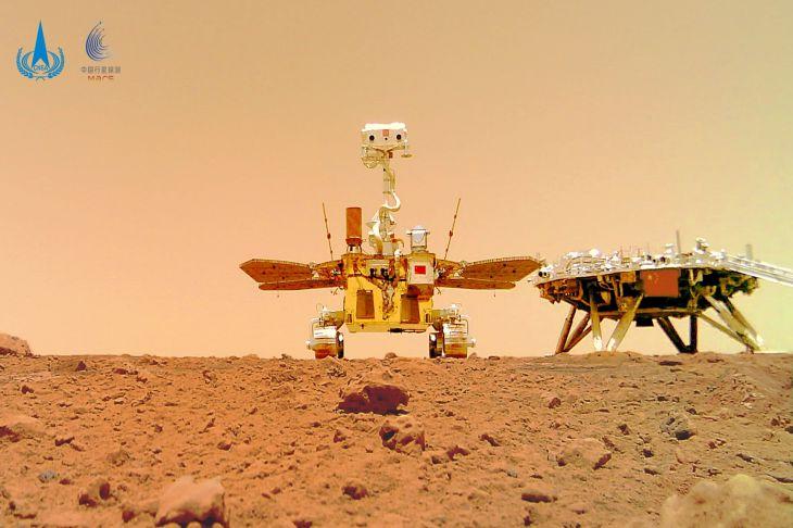 Опубликовано первое селфи китайского марсохода на фоне марсианского пейзажа