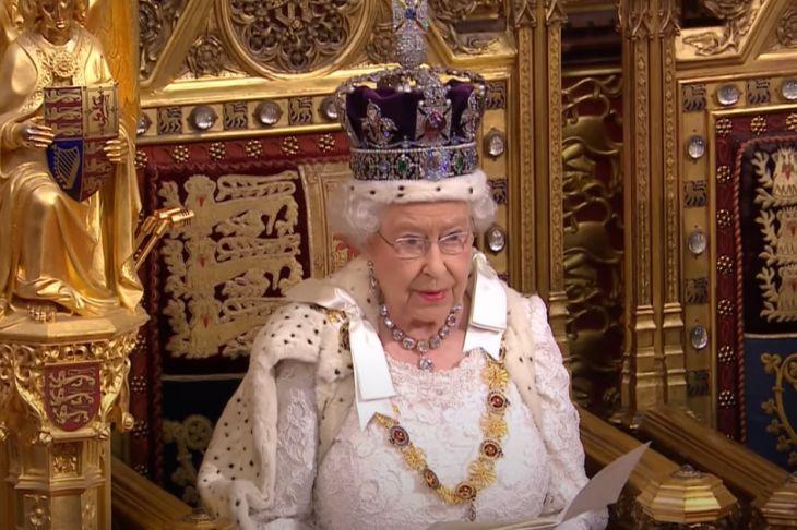 Журналисты кинулись подсчитывать состояние Елизаветы II