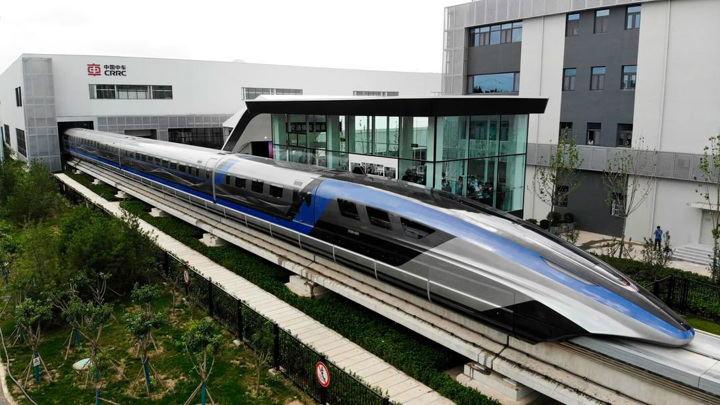 В Китае представили самый быстры в мире поезд