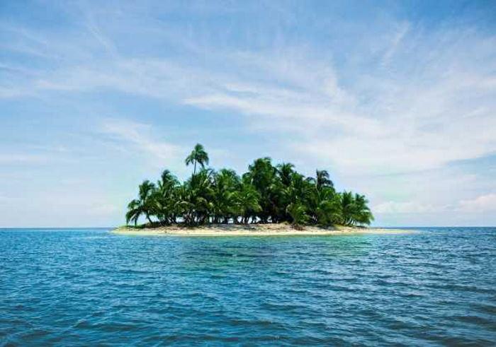 Ссылка за непослушание: родители отправили 13-летнюю дочь на необитаемый остров