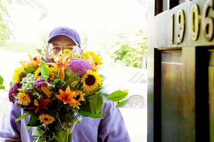 Доставка цветов: особенности и преимущества услуги
